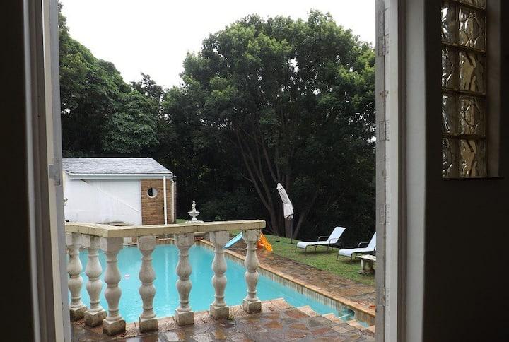 Beautiful Spacious Studio Apartment next to pool