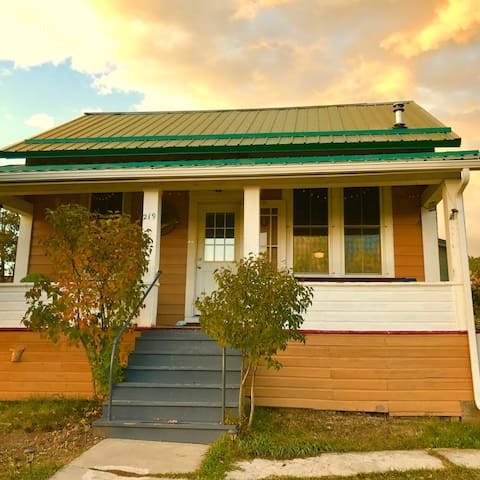 Downtown Hilltop Bungalow