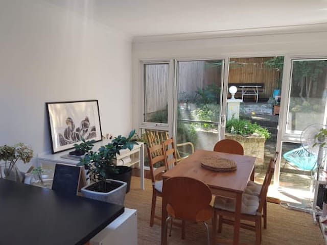 Sunlit room available in lovely terrace.