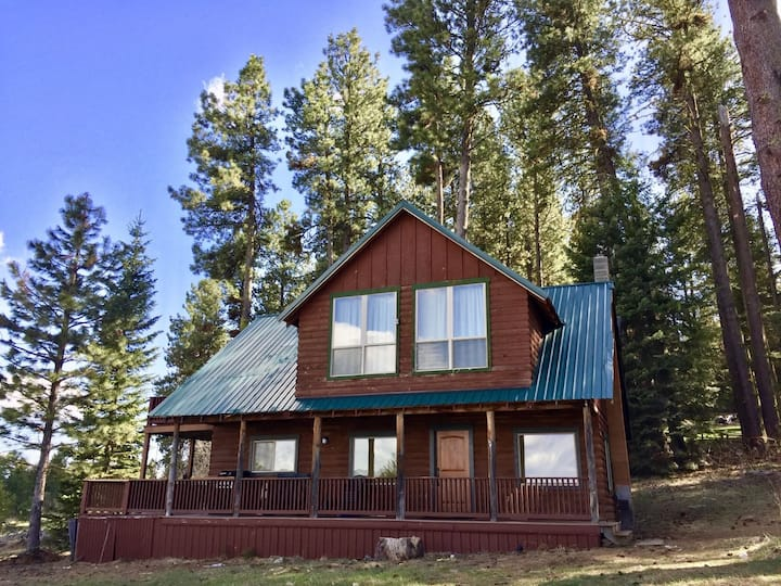 Lakefront Retreat, private with short walk to lake