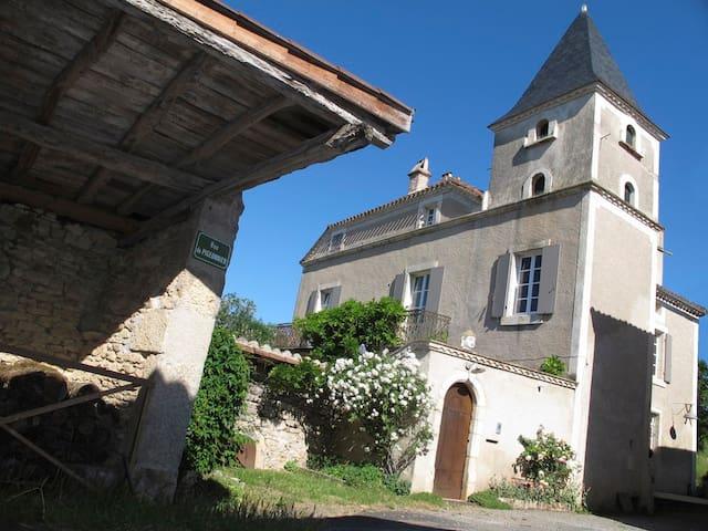 "B&B ""Rue du Pigeonnier"" 3 - Lamagdelaine - บ้าน"
