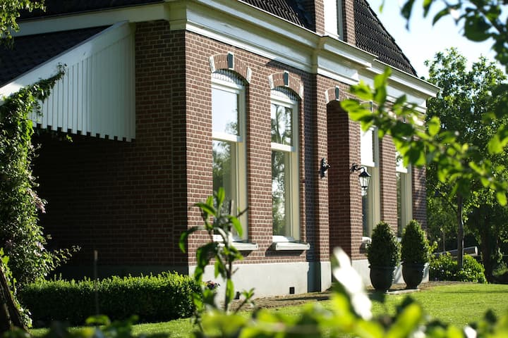 Cloistered Farmhouse in Wapserveen by the Forest