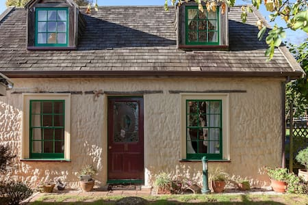 Charming Cottage in Park-Like Private Gardens