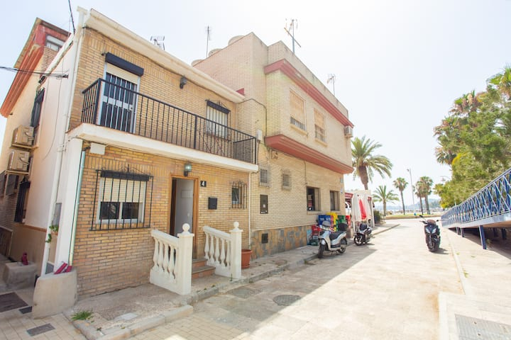 Amazing house 10 meters away from the beach
