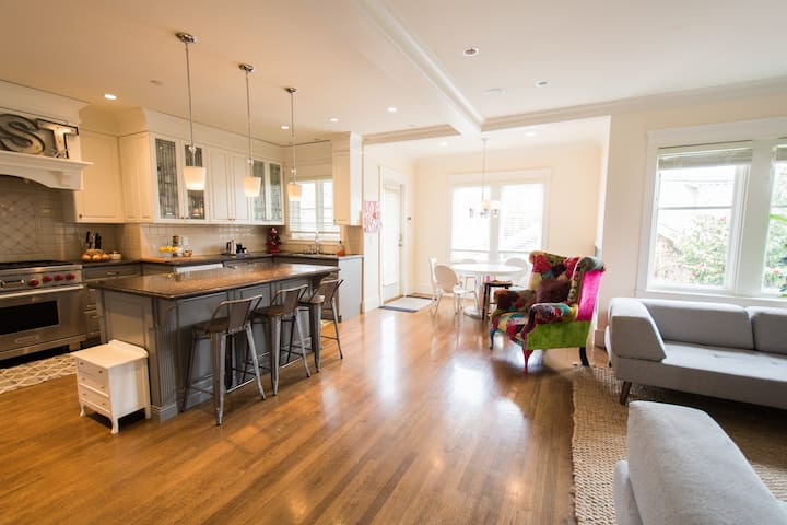 Luxury Kits-Point Home 4BD near Beach & Downtown! - Vancouver - House
