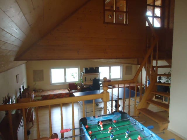 Open space 40m2 room/gym with 2 beds/table tennis & table football, portable piano
