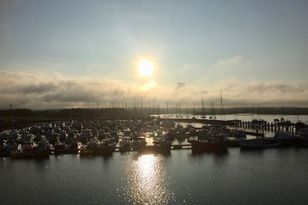 Stunning waterside apartment overlooking marina - Amble