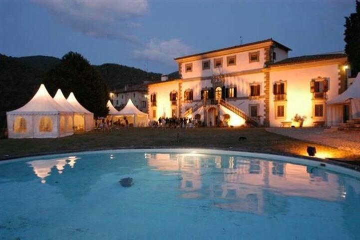Magnificent noble  villa with park in Chianti