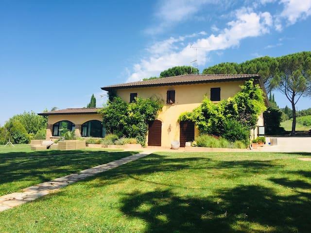 Splendida villa con vista su Todi
