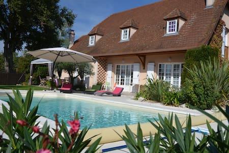 Chambres dans Maison Béarnaise avec piscine - Sauvagnon - House
