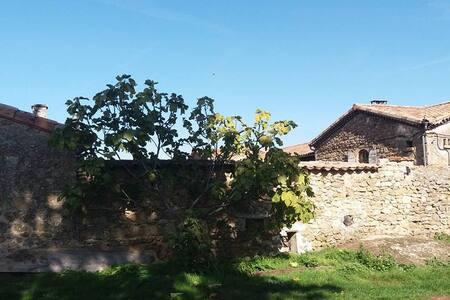 Auberge Longue vie, Bière et paix en Ardèche verte - Saint-Victor - Bed & Breakfast
