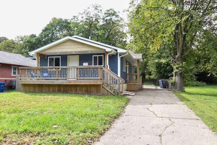 Centrally-Located 3 BED Home, Close To Everything!