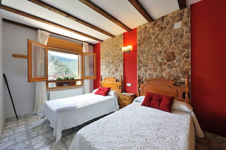 Hab. Doble de 2 camas con vistas en Aýna