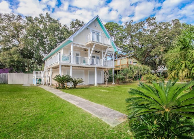 Spirited pet-friendly home, with fenced in yard and a short walk to the beach