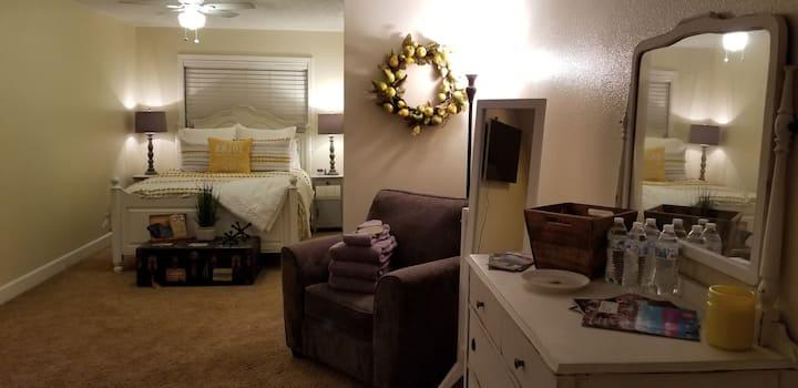 The Dahlia Farm: Large Suite Room #1