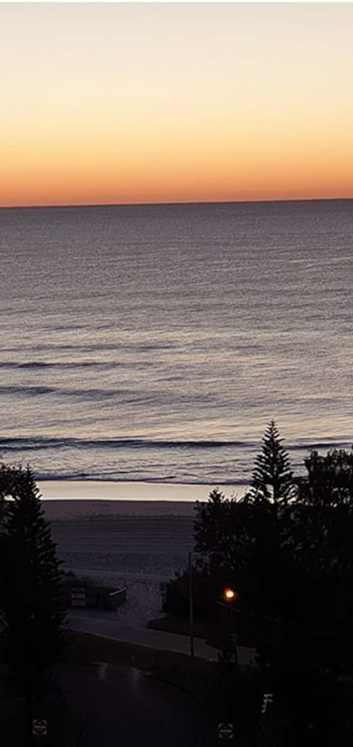 Burleigh Beach 1 Bedroom Unit with ocean views
