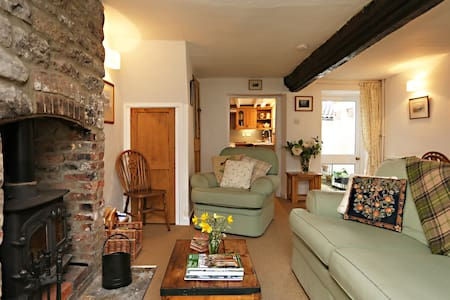 17th Century Cottage, 5 Mins Walk from Cathedral - Wells - Talo