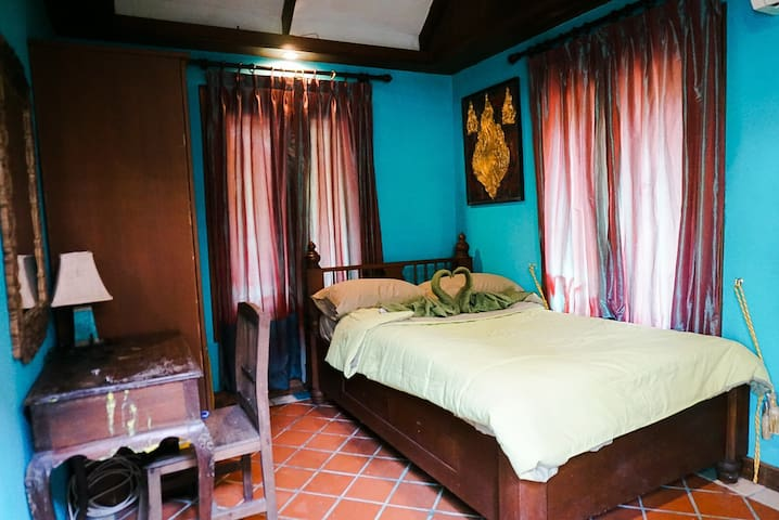Bisoux café  home stay (Green room)