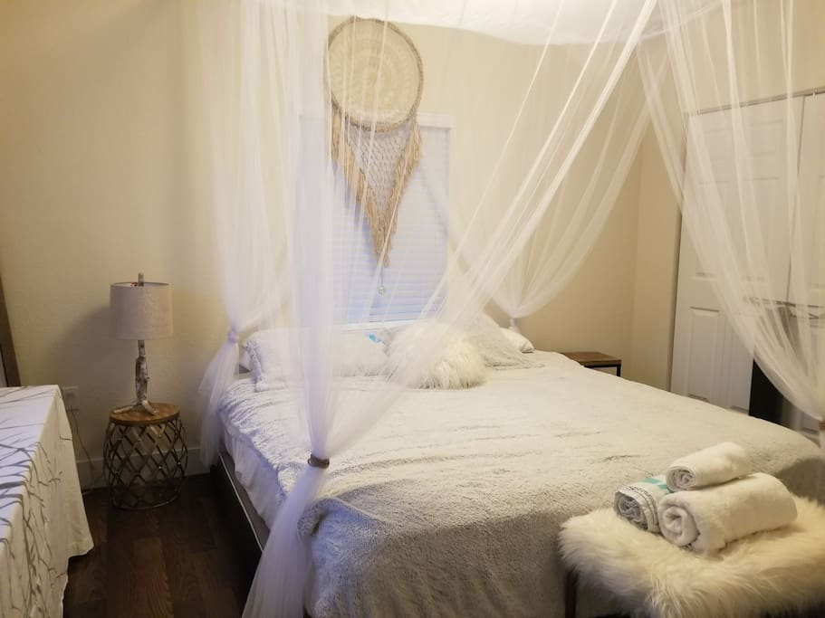 Master Bedroom suite with a King Bed, Private shower & Bath Tub. (We Just Got our Brand New KING SIZE PURPLE BRAND MATTRESS, if you haven't heard of it google it and come have your best nights sleep ever!