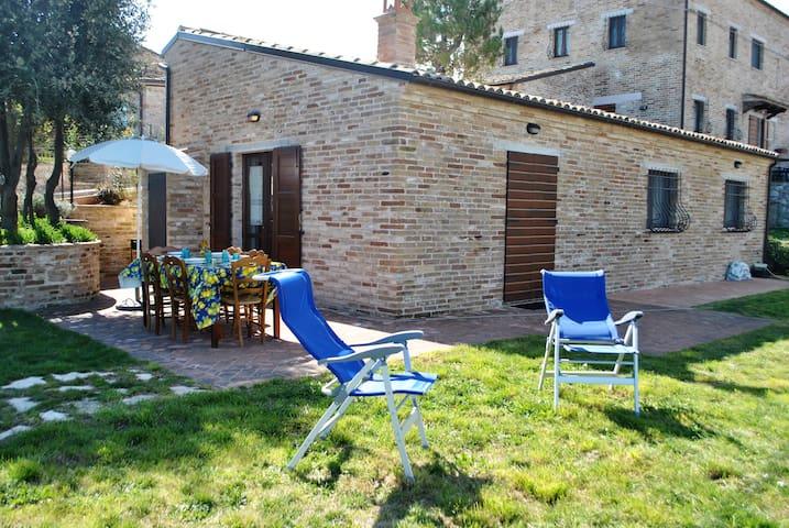 Casaletto indipendente con piscina comune - Fermo - House