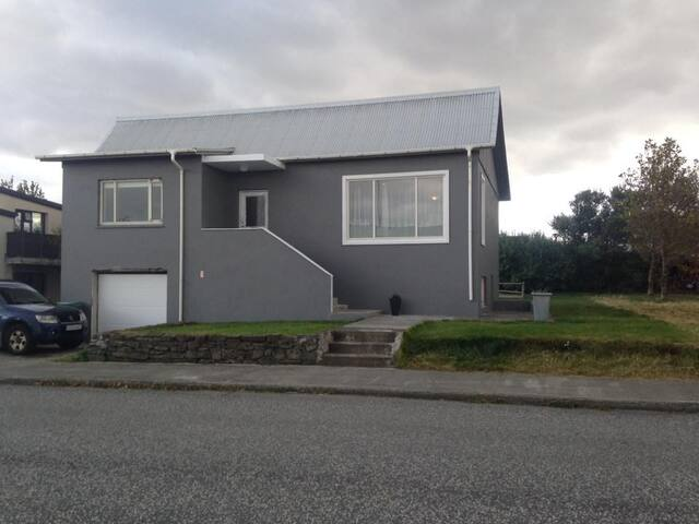 Quiet family-friendly house, 35 min from Reykjavík