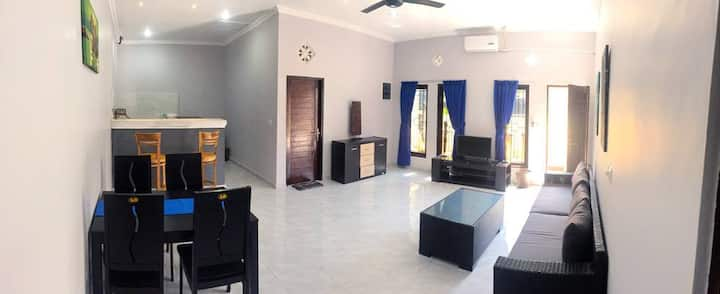Ade's Bungalows, accommodation for larger groups