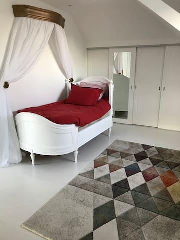 Bedroom 2: single bed one