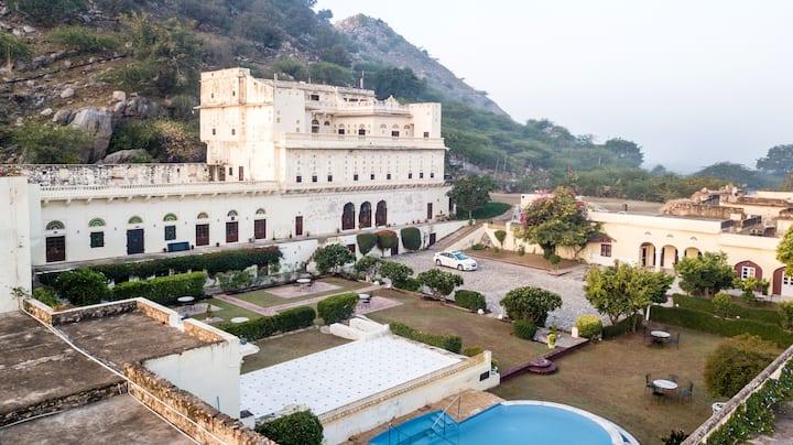 Bara Bungalow Kalwar, Jaipur (Entire Bungalow)