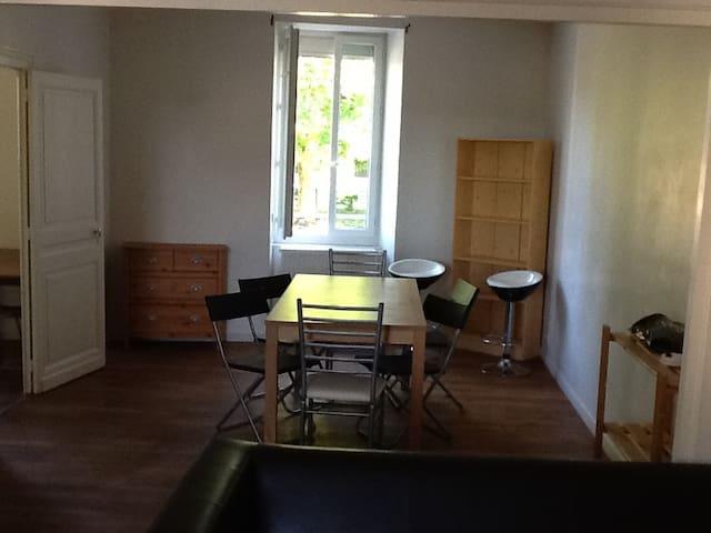 Grand appartement à 2 pas des marais de Bourges.