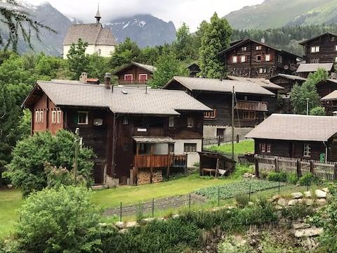 Valais House ved bekken
