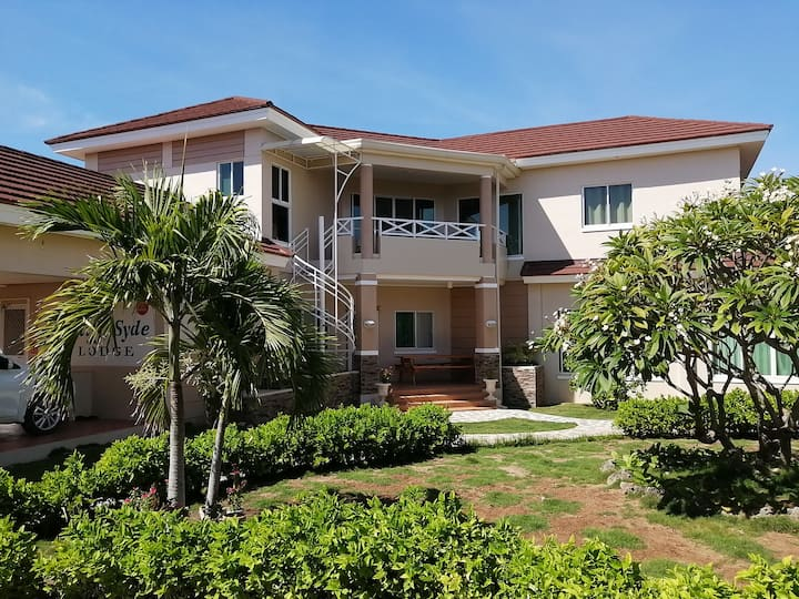 Spacious 2BR with Balcony Seaviews near beaches.