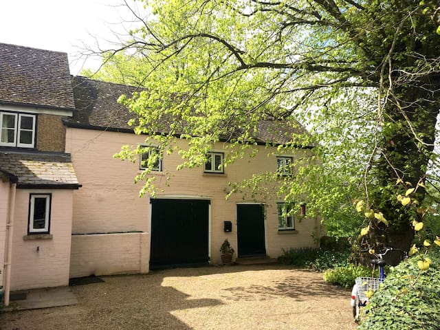 Peaceful country cottage, 2 km from central Oxford