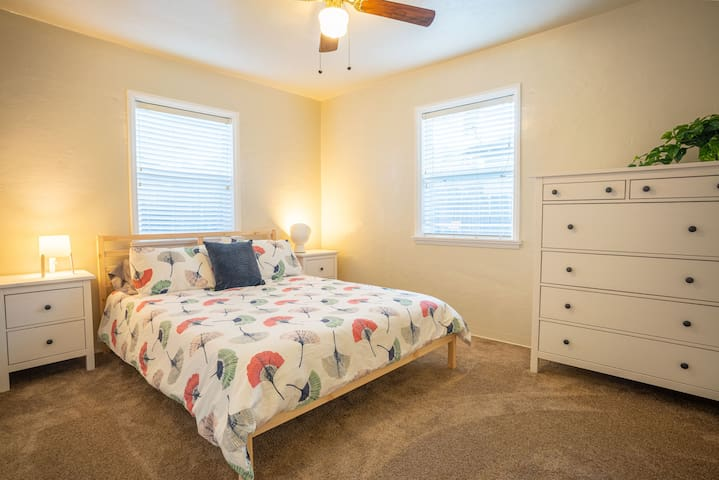 Gold House  ~  Simple 2 BR in Garden Tract
