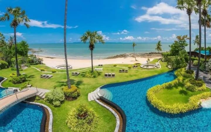 R4 Pattaya The Palm Private Beach Front plam