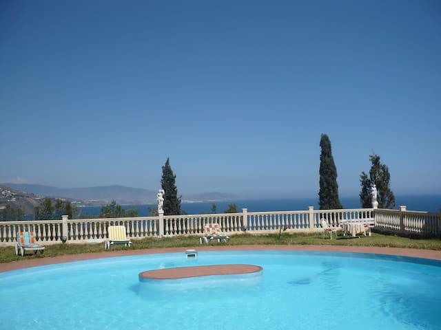 pretty house con piscina privada y vista al mar