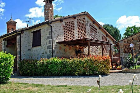 Romantic cottage in Tuscany ideal for couples - Talo