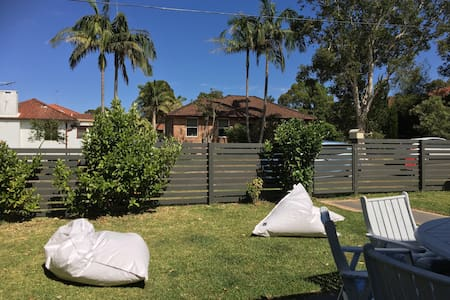 Perfect 2 b/room Holiday House on the Beaches - Narraweena