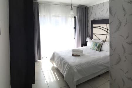 Executive 1 Bedroom Apartment - Johannesburg South
