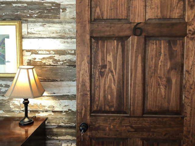 Light Horse Inn: Suite 6