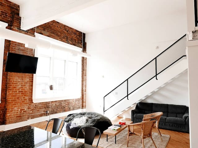 Greater Downtown Loft: Model L