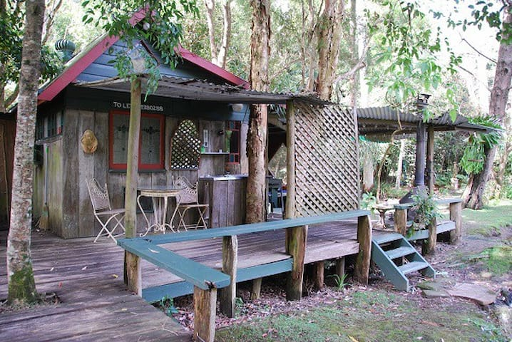 The Old Brush Rainforest Rustic Cabins - Brunkerville - Cabin