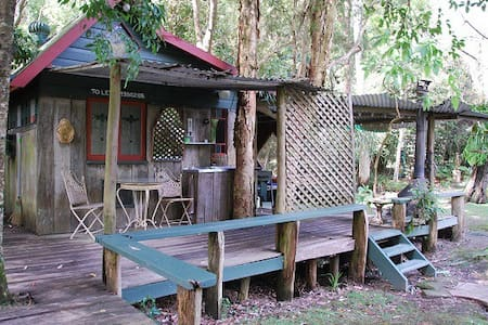 The Old Brush Rainforest Rustic Cabins - Brunkerville - Kabin