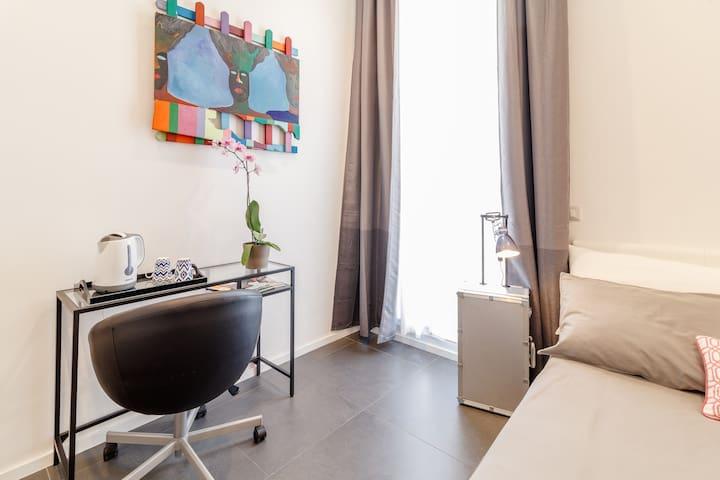 Private room with en-suite bathroom INTERNO 21