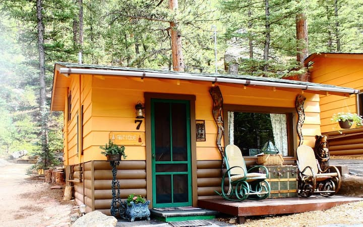 The Antique Cabin @ Pine Haven Resort