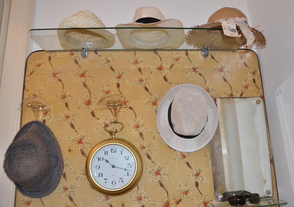 Benvenuti a casa! Poggiate pure il Vostro cappello nell'ingresso.