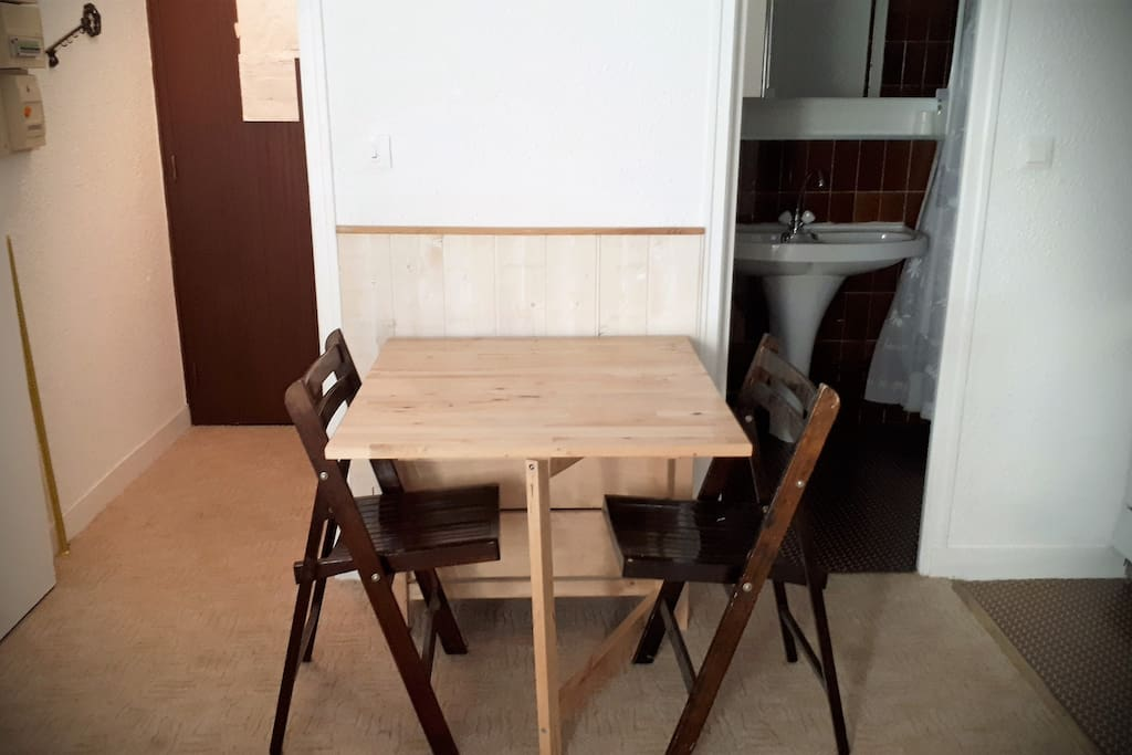 coin repas: table extensible + 4 chaises