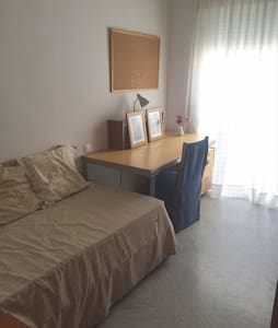 Cozy Room Available in Center - Badajoz - Apartment