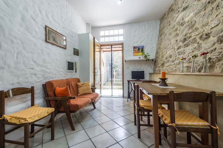 central cozy apartment - Colle di Val d'Elsa - Apartamento