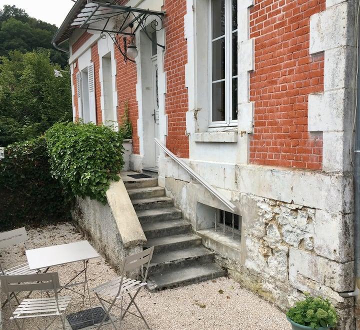 Les rosiers Logement indépendant dans jolie maison