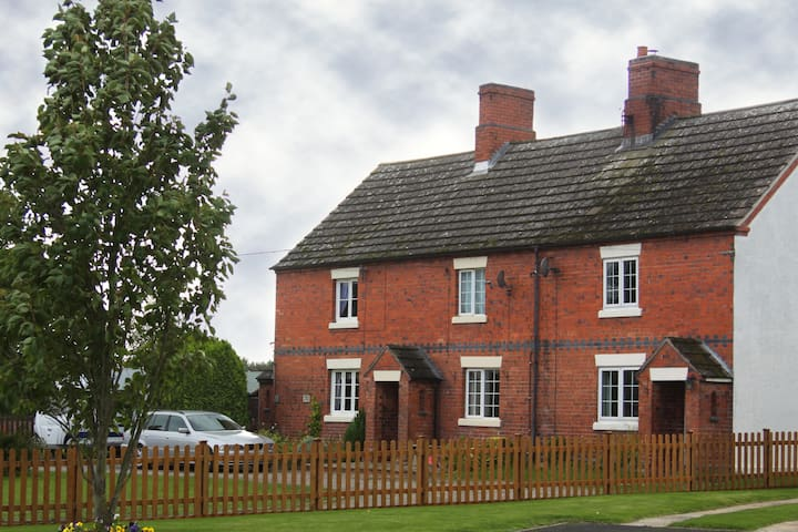 Luxury 3 Bedroom Cottage - Baschurch, Shropshire - Baschurch - Haus